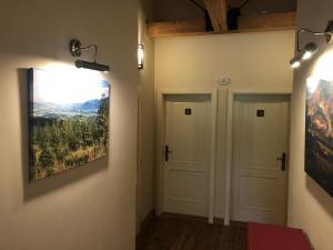 vstup k pokojům v prvním patře na Malence